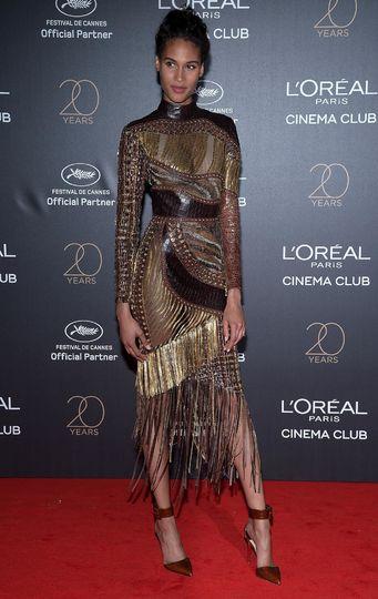 Синди Бруна (Cindy Bruna) в платье с бахромой