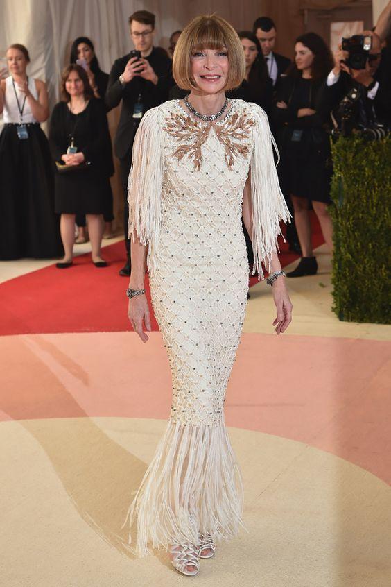 Анна Винтур (Anna Wintour) в платье с бахромой от Шанель