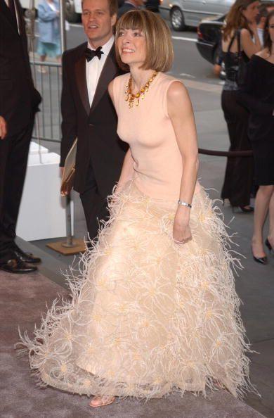 Анна Винтур (Anna Wintour) в платье с бахромой