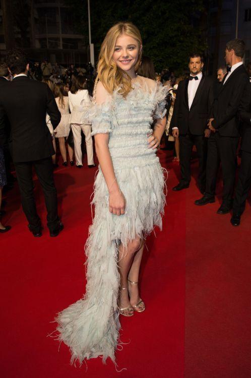 Хлоя Грейс Морец (Chloë Grace Moretz) в платье с бахромой