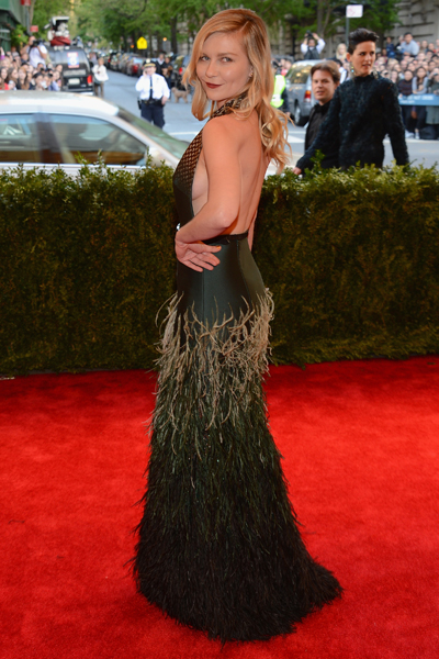 Кирстен Данст (Kirsten Dunst) в платье с бахромой