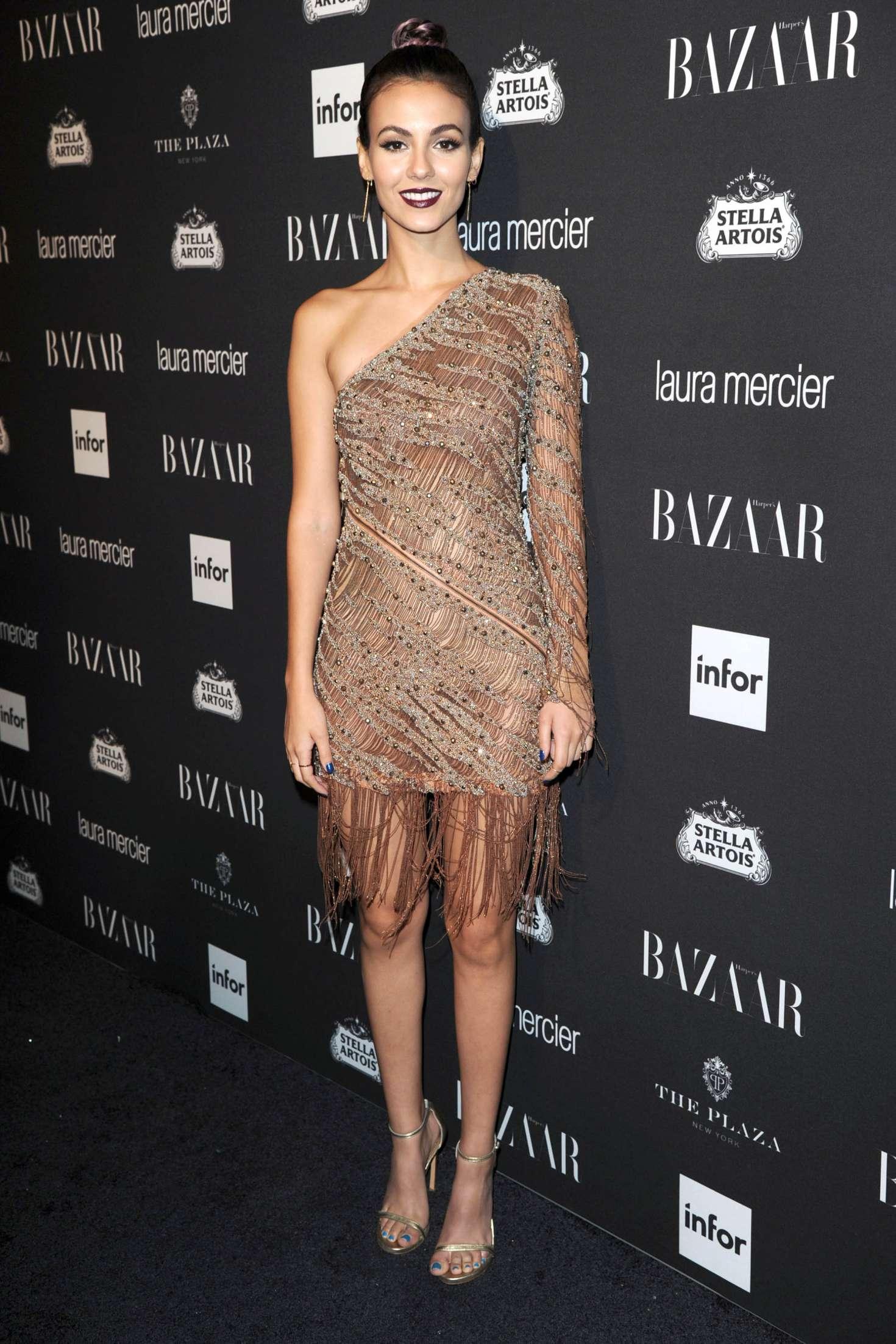 Виктория Джастис (Victoria Justice) в платье с бахромой