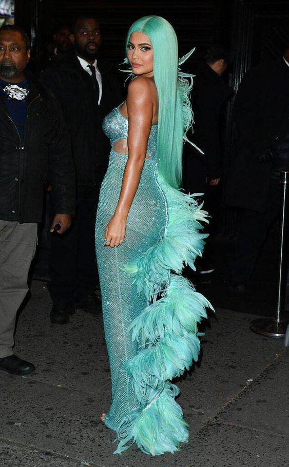 Кайли Дженнер (Kylie Jenner) в платье с бахромой