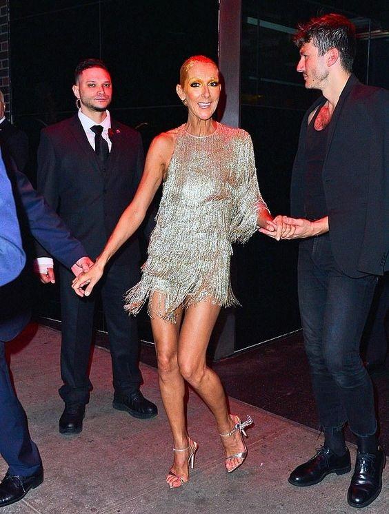 Селин Дион (Céline Dion) в платье с бахромой