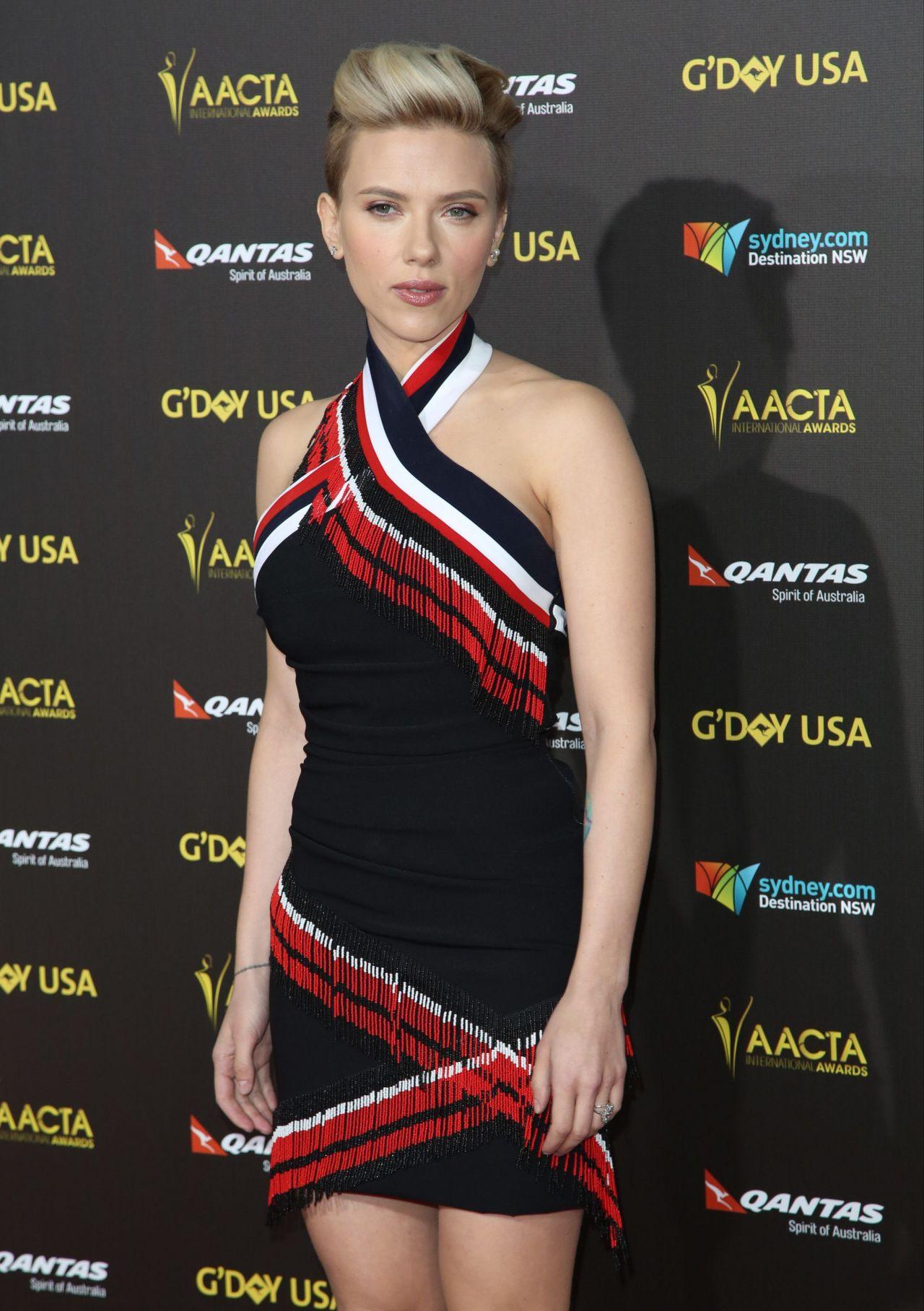 Скарлетт Йоханссон (Scarlett Johansson) в платье с бахромой