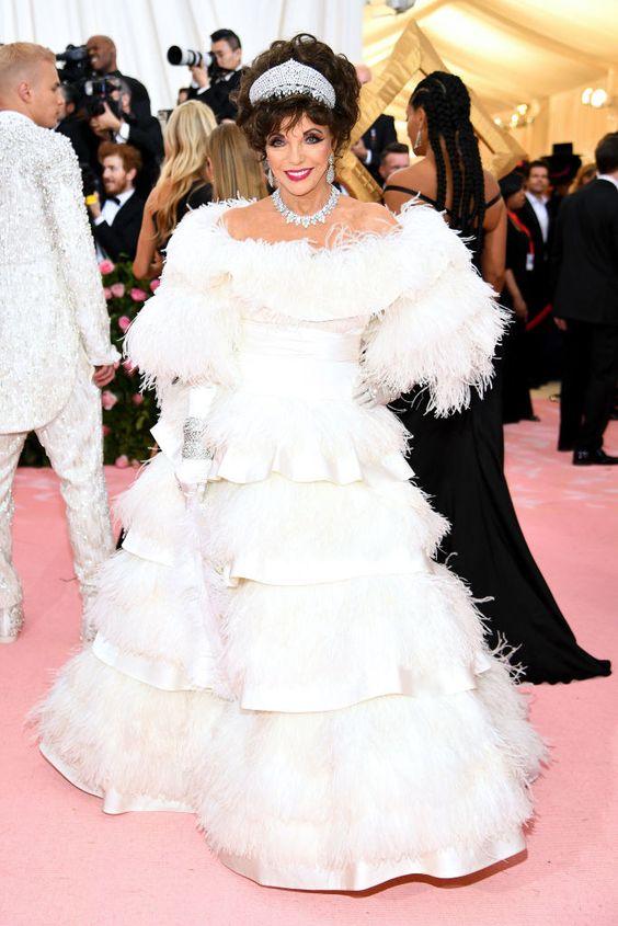 Джоан Коллинз (Joan Collins) в платье с бахромой