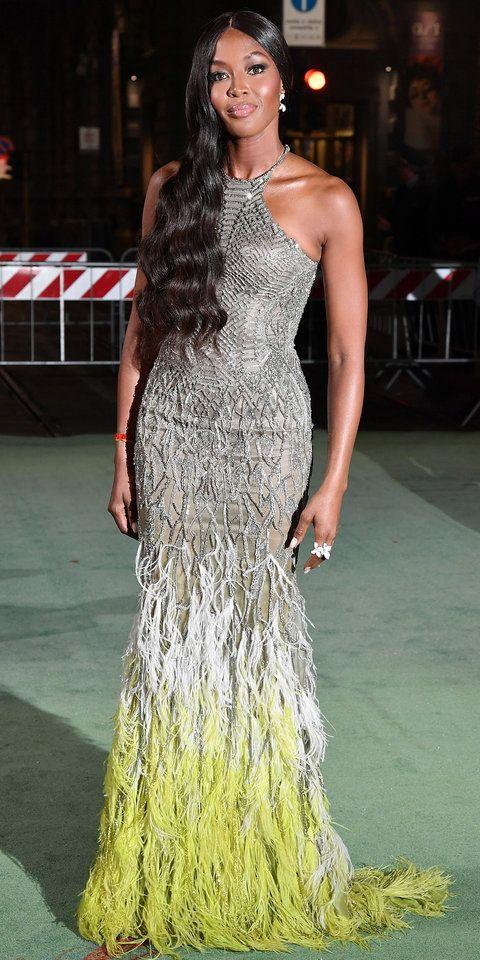 Наоми Кэмпбелл (Naomi Campbell) в платье с бахромой