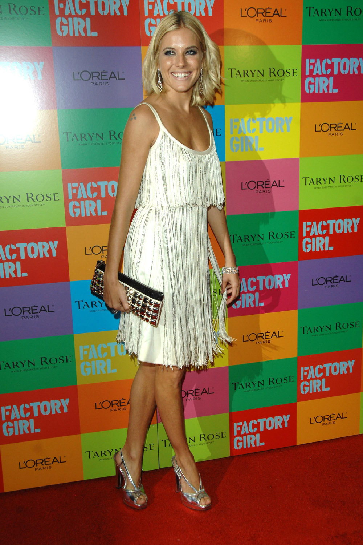 Сиенна Миллер (Sienna Miller) в платье с бахромой