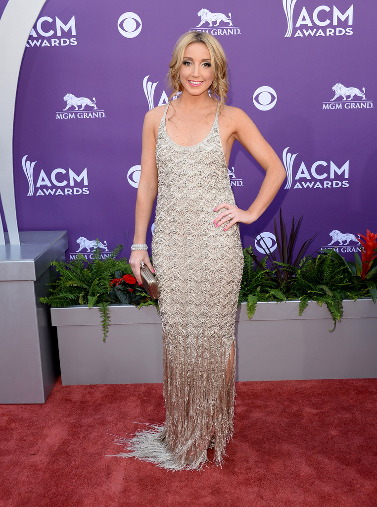 Эшли Монро (Ashley Monroe) в платье с бахромой