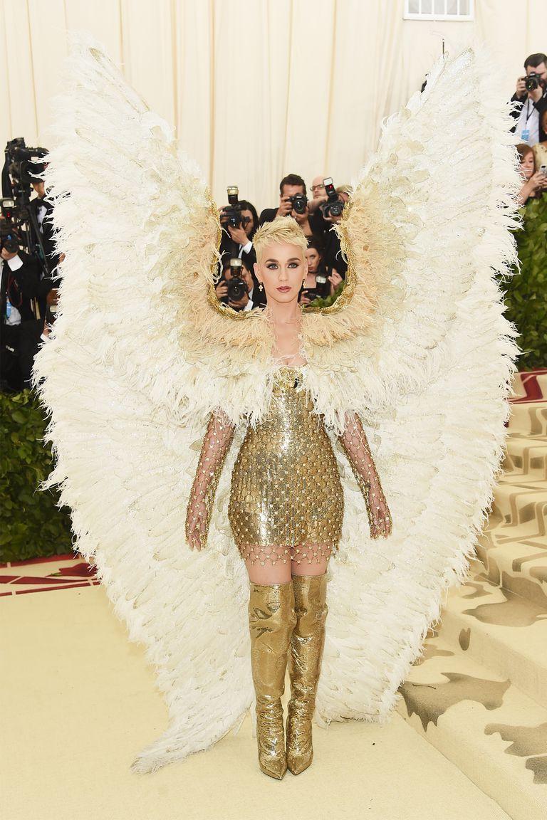 Кэти Перри (Katy Perry) в платье с бахромой от Atelier Versace