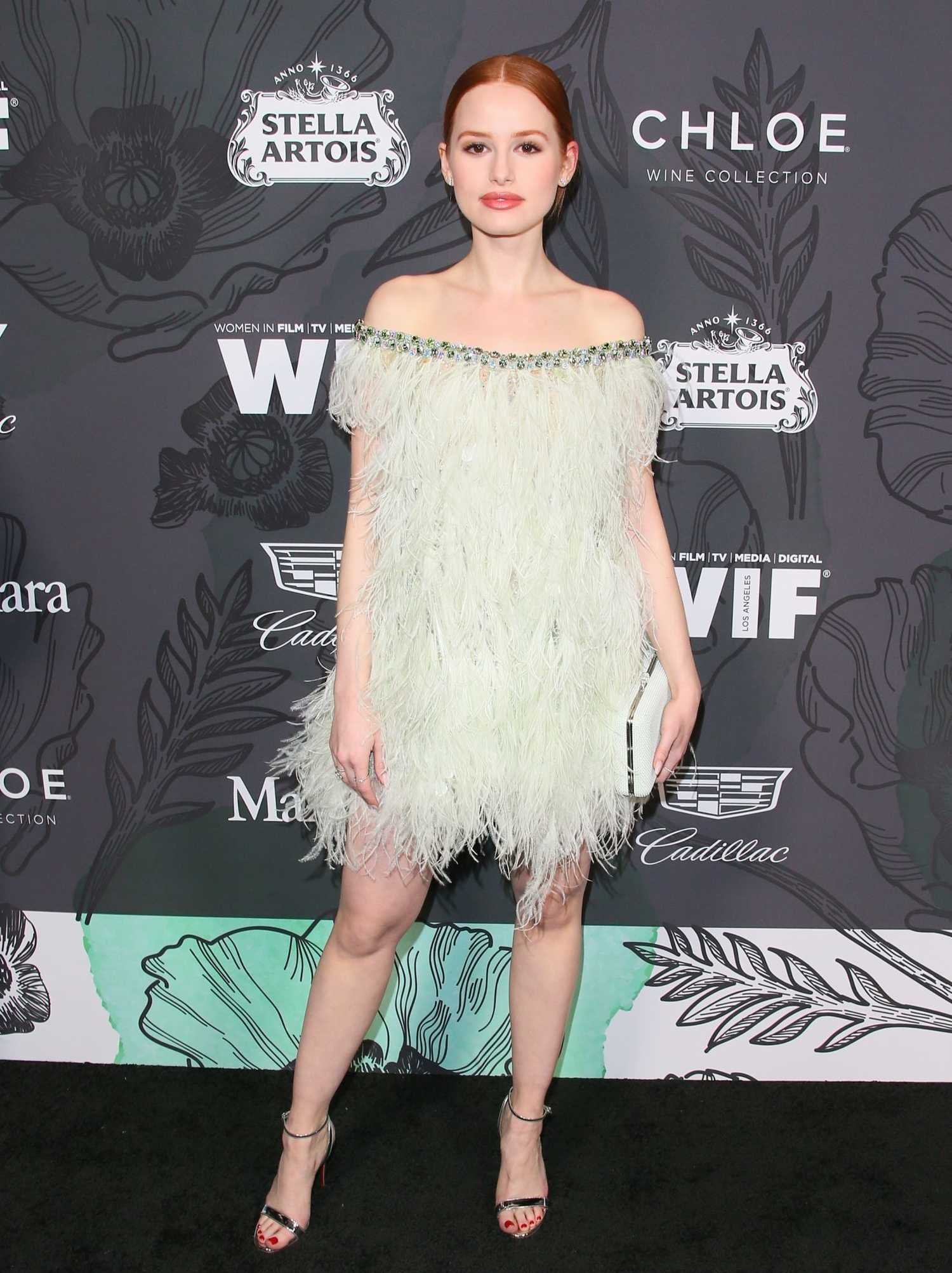 Мэделин Петш (Madelaine Petsch) в платье с бахромой