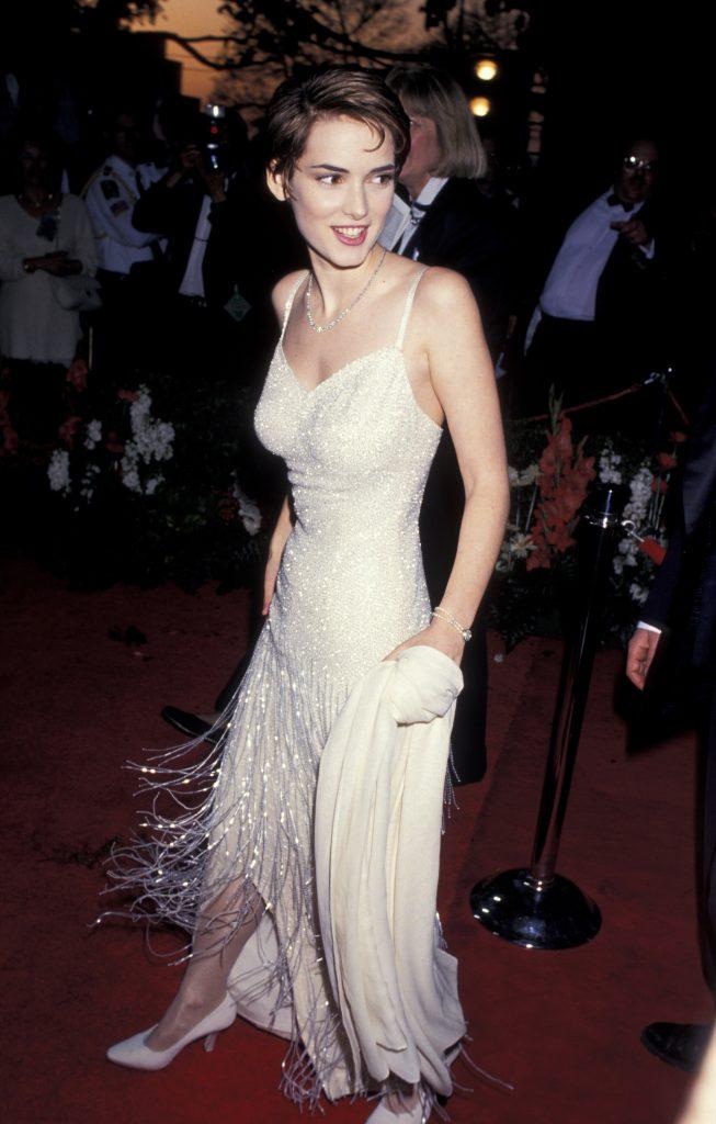 Вайнона Райдер (Winona Ryder) в платье с бахромой