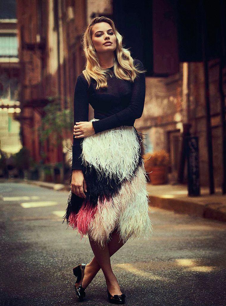 Марго Робби (Margot Robbie) в платье с бахромой