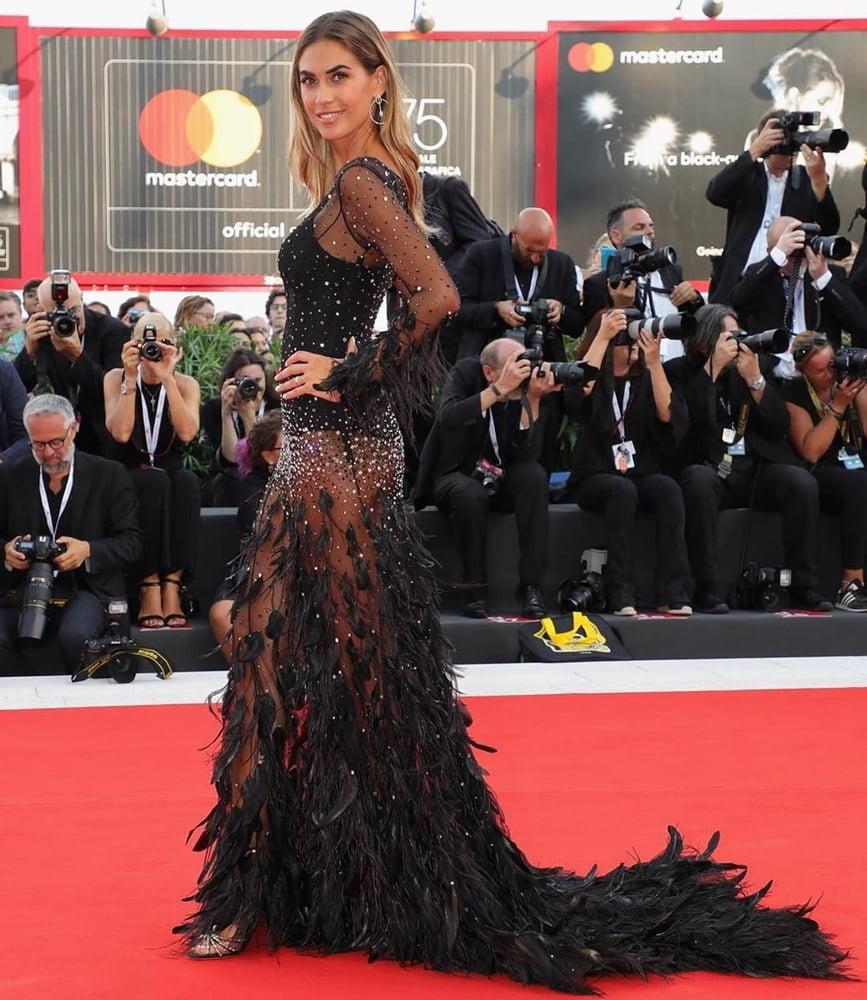 Мелисса Сатта (Melissa Satta) в платье с бахромой