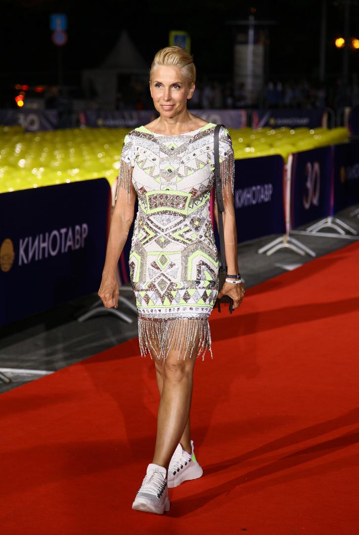 Алёна Свиридова в платье с бахромой