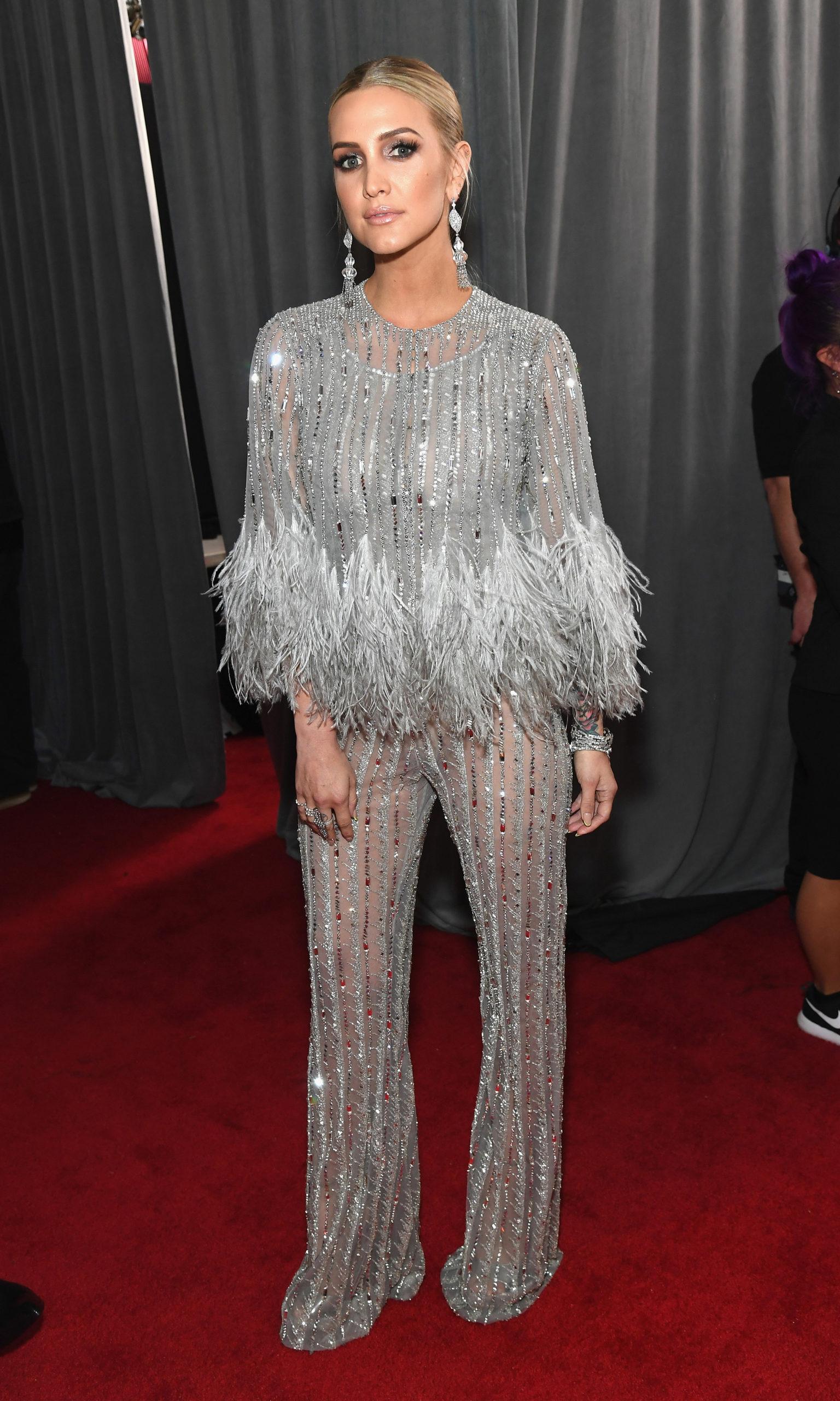 Эшли Симпсон (Ashlee Simpson) в одежде с бахромой