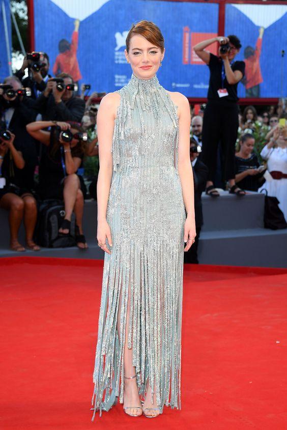 Эмма Стоун (Emma Stone) в платье с бахромой от Versace