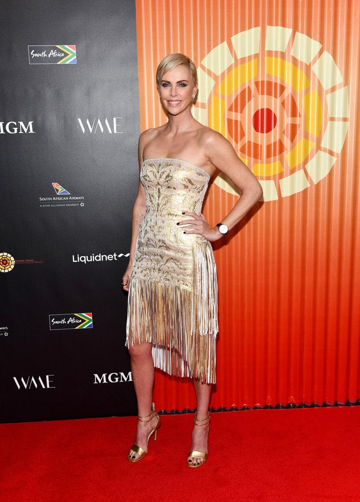 Шарлиз Терон (Charlize Theron) в платье с бахромой