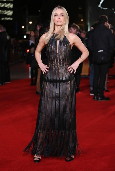 Аннабелль Уоллис (Annabelle Wallis) в платье с бахромой