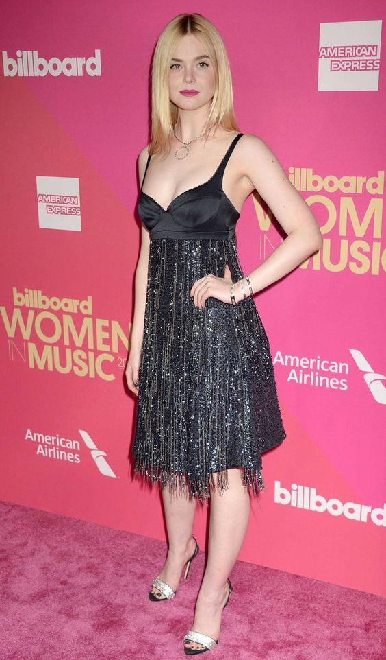 Эль Фаннинг (Elle Fanning) в платье с бахромой