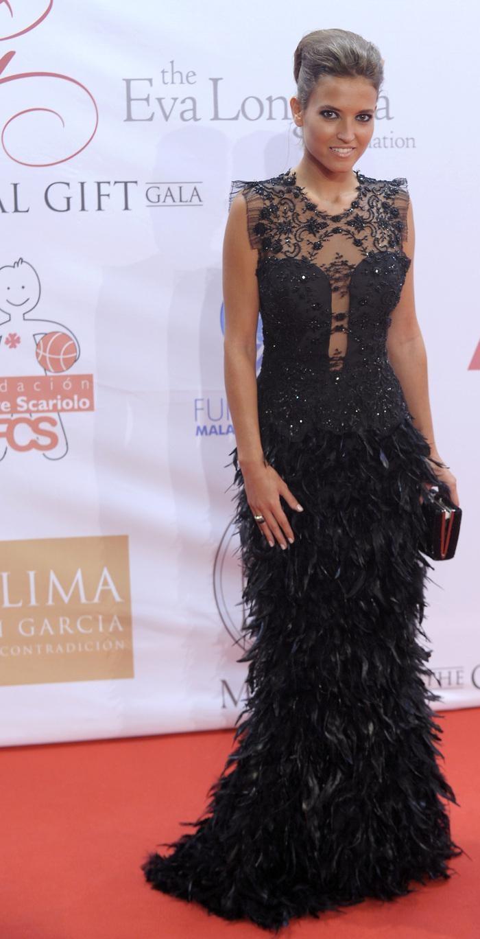 Ана Фернандез (Ana Fernández) в платье с бахромой