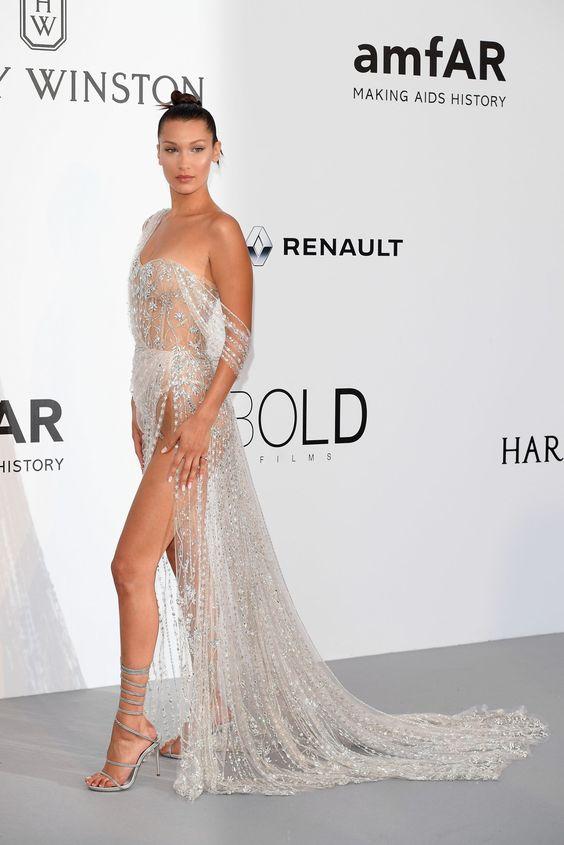 Белла Хадид (Bella Hadid) в платье с бахромой