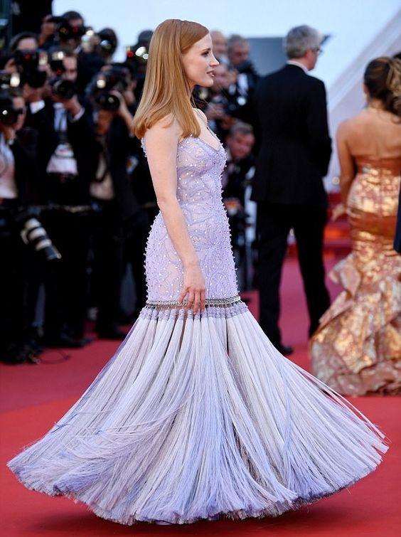 Джессика Честейн (Jessica Chastain) в платье с бахромой от Givenchy