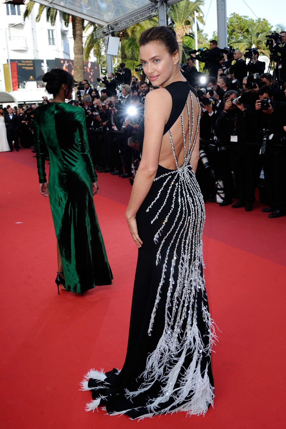 Ирина Шейк (Irina Shayk) в платье с бахромой
