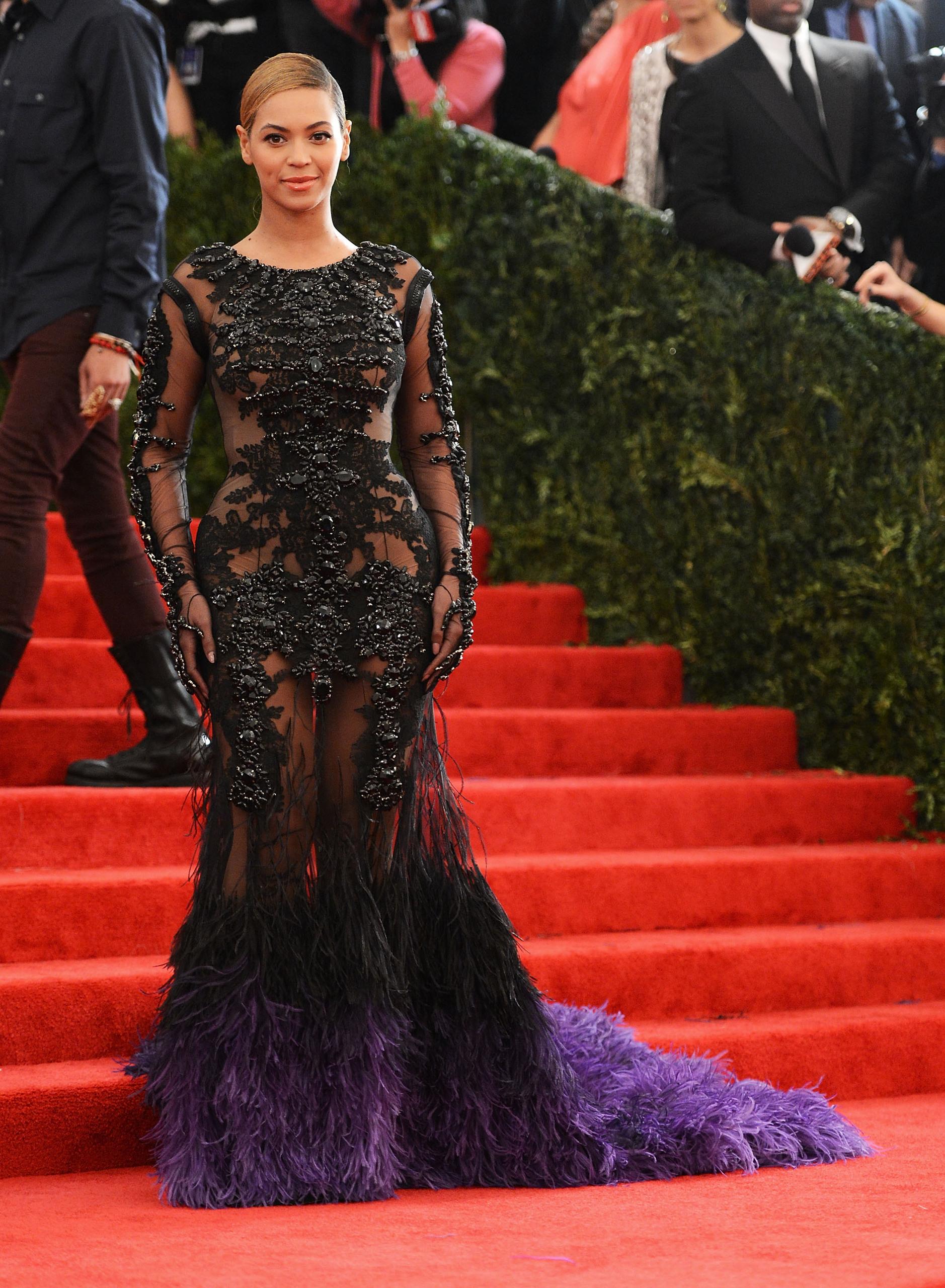 Бейонсе (Beyoncé) в платье с бахромой