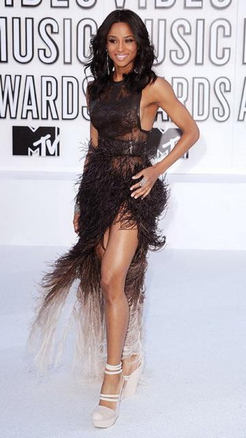 Сиара (Ciara) в платье с бахромой от Givenchy