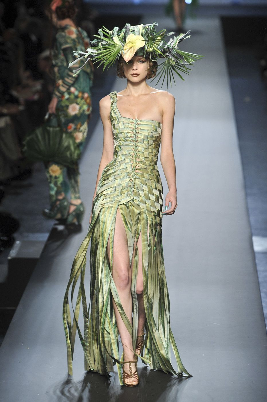 Платье с бахромой от Jean Paul Gaultier 2010