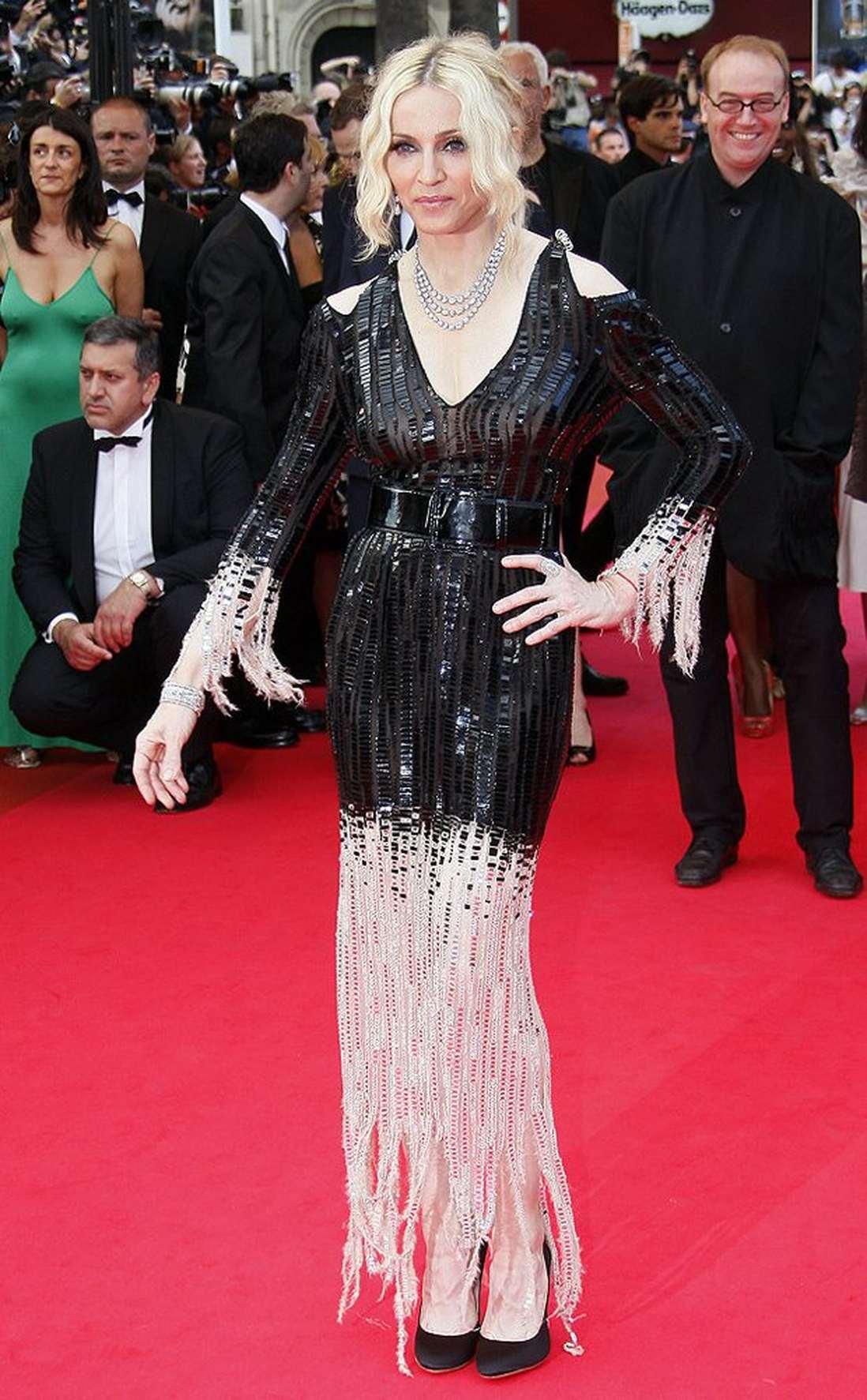 Madonna в платье с бахромой