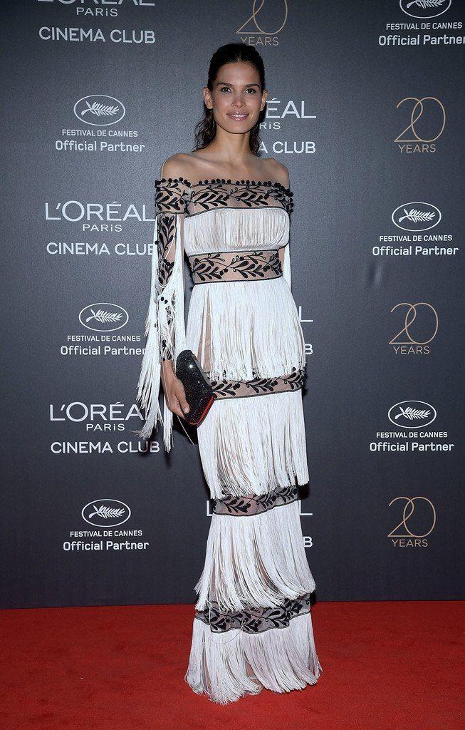 Даблдрессинг Raica Oliveira (Райка Оливейра) в платье с бахромой от Yanina Couture