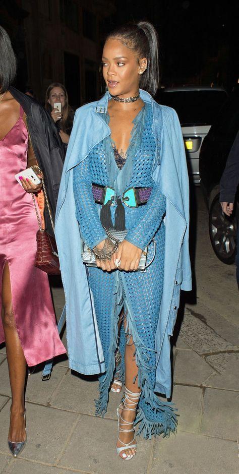 Рианна (Rihanna) в платье с бахромой