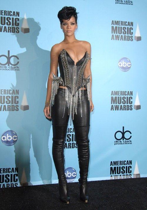 Рианна (Rihanna) в топе с бахромой