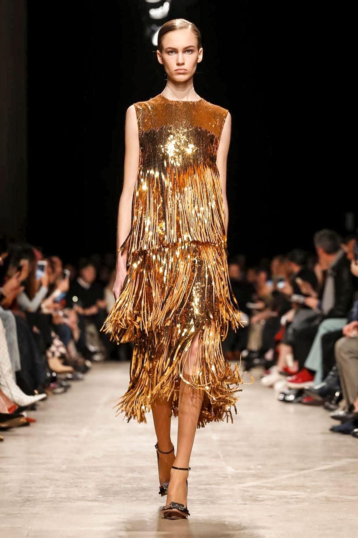 Платье с бахромой от Rochas 2017